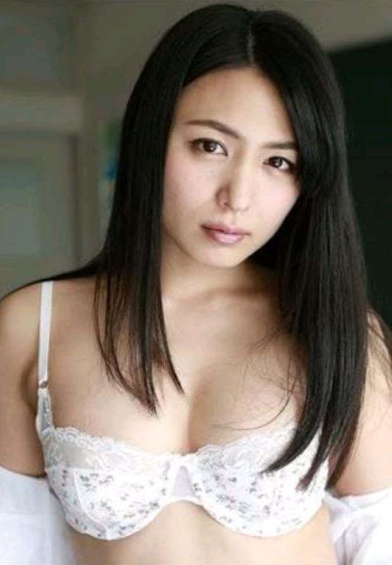【30代グラドル美女画像】三十路のセクシーで艶めかしいグラビアアイドル美女画像 25