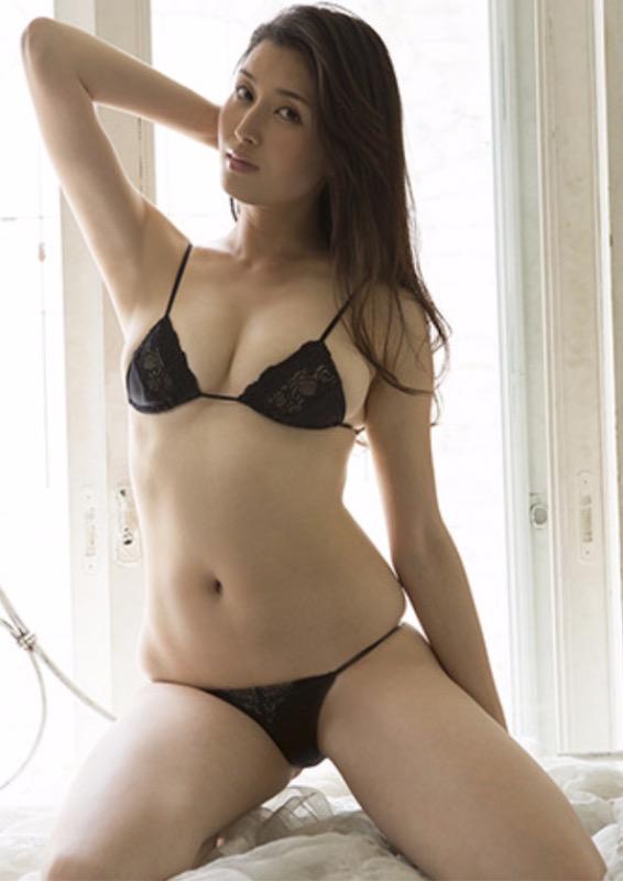 【30代グラドル美女画像】三十路のセクシーで艶めかしいグラビアアイドル美女画像 38