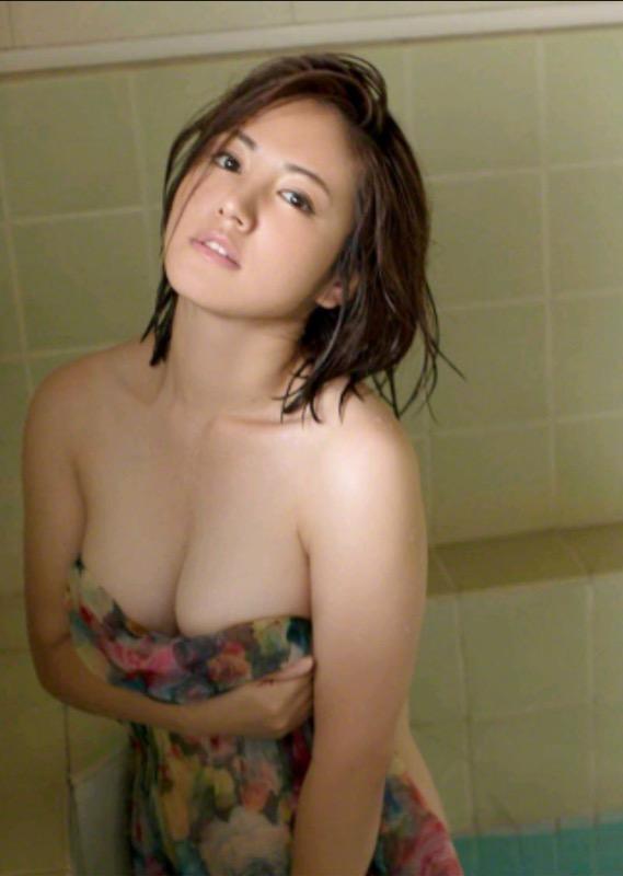【30代グラドル美女画像】三十路のセクシーで艶めかしいグラビアアイドル美女画像 40