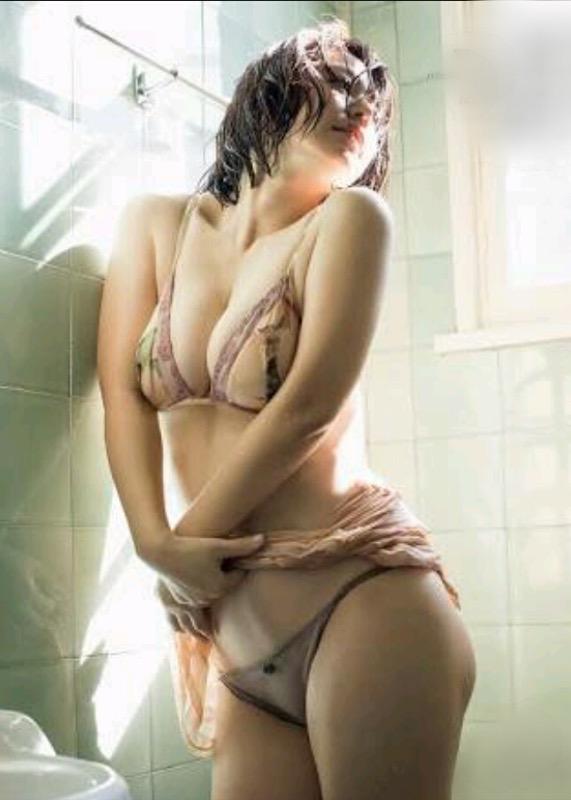【30代グラドル美女画像】三十路のセクシーで艶めかしいグラビアアイドル美女画像 42