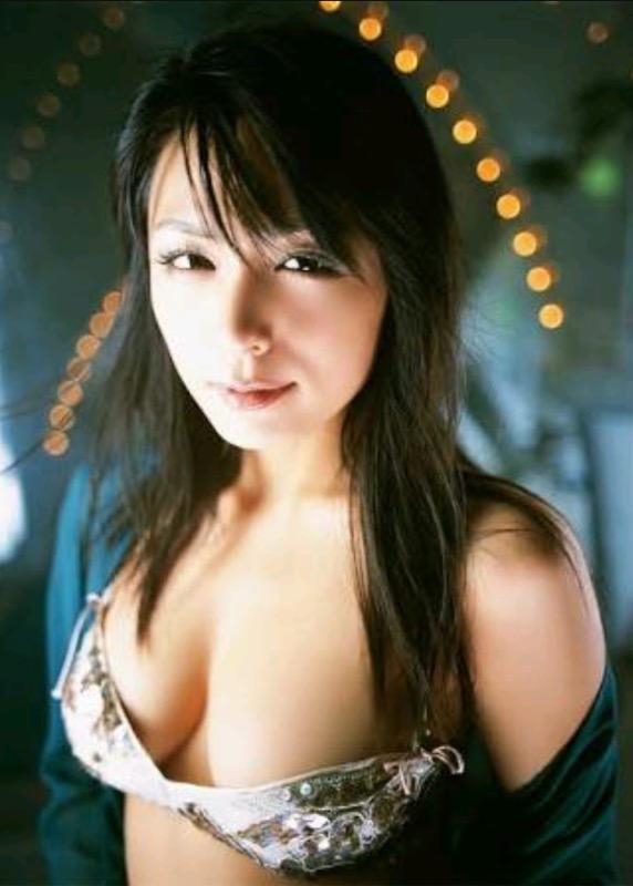 【30代グラドル美女画像】三十路のセクシーで艶めかしいグラビアアイドル美女画像 43