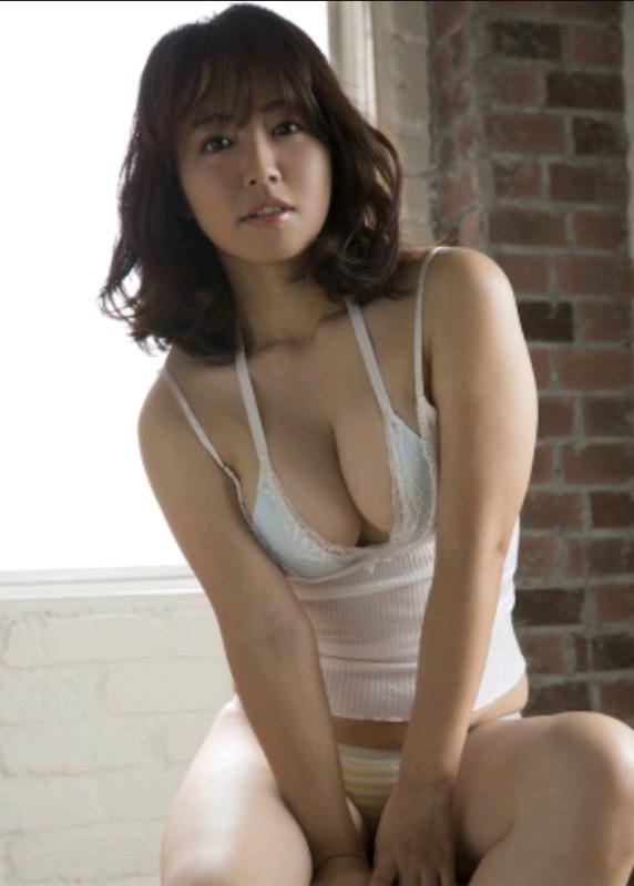 【30代グラドル美女画像】三十路のセクシーで艶めかしいグラビアアイドル美女画像 44