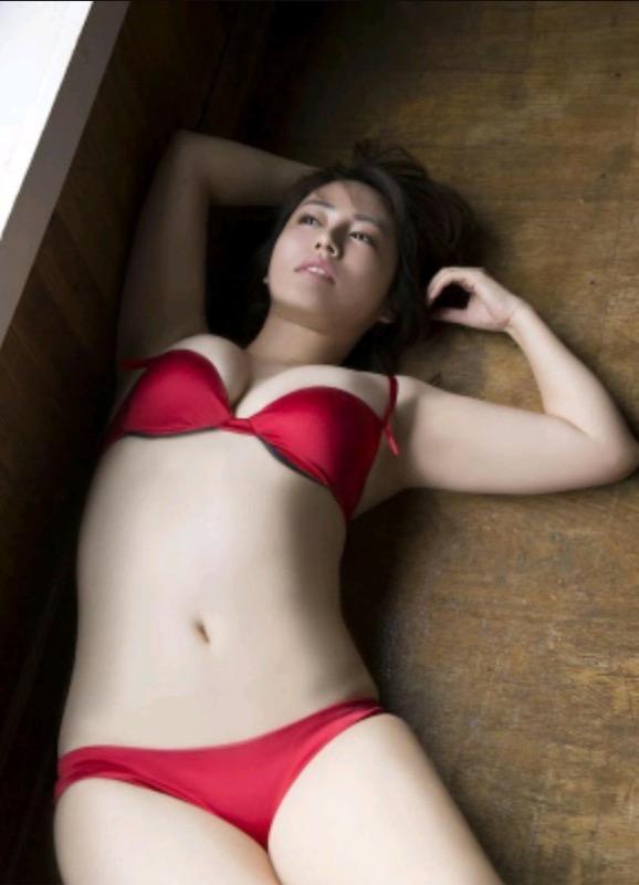 【30代グラドル美女画像】三十路のセクシーで艶めかしいグラビアアイドル美女画像 50