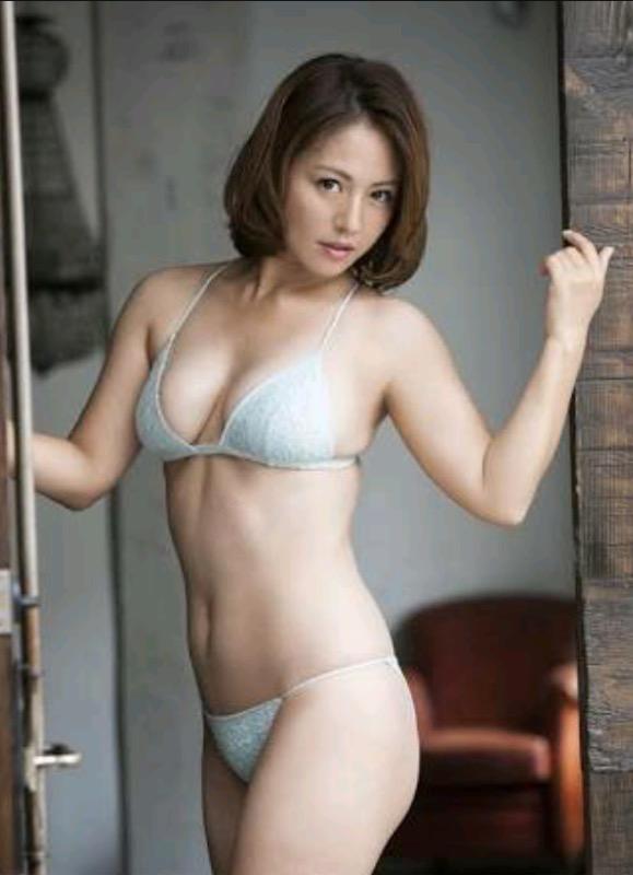 【30代グラドル美女画像】三十路のセクシーで艶めかしいグラビアアイドル美女画像 52