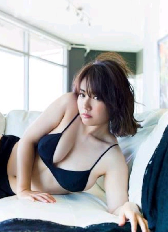 【30代グラドル美女画像】三十路のセクシーで艶めかしいグラビアアイドル美女画像 57