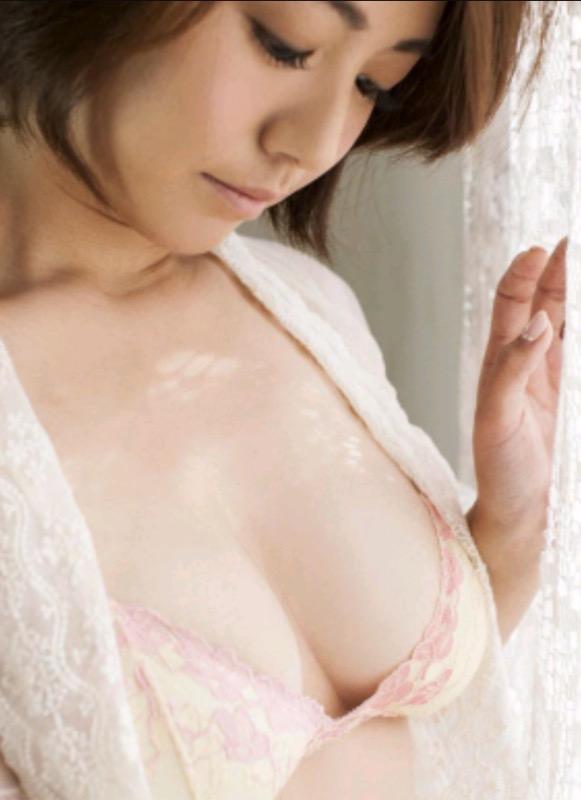 【30代グラドル美女画像】三十路のセクシーで艶めかしいグラビアアイドル美女画像 58