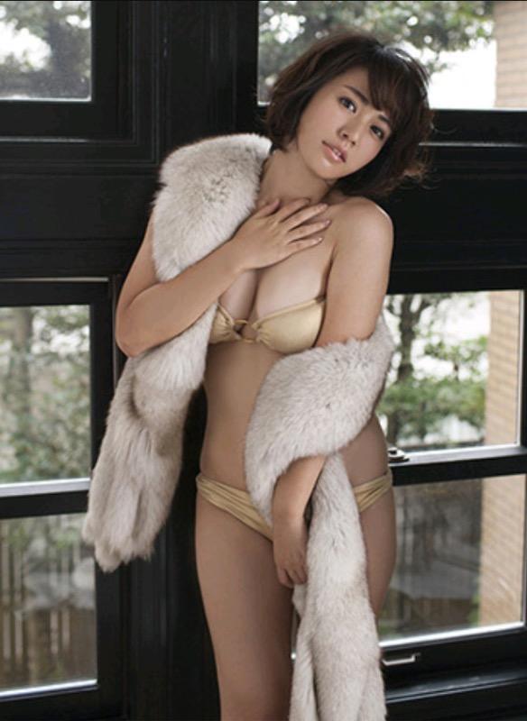 【30代グラドル美女画像】三十路のセクシーで艶めかしいグラビアアイドル美女画像 62