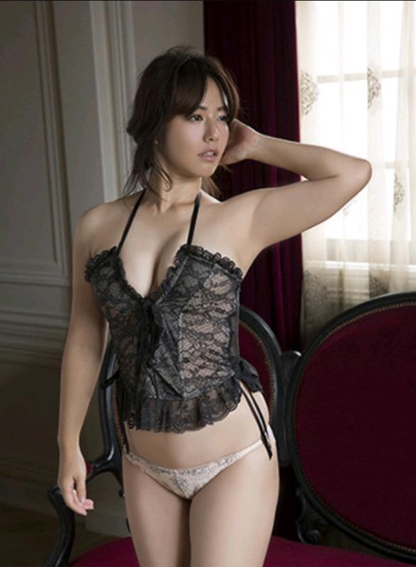【30代グラドル美女画像】三十路のセクシーで艶めかしいグラビアアイドル美女画像 65