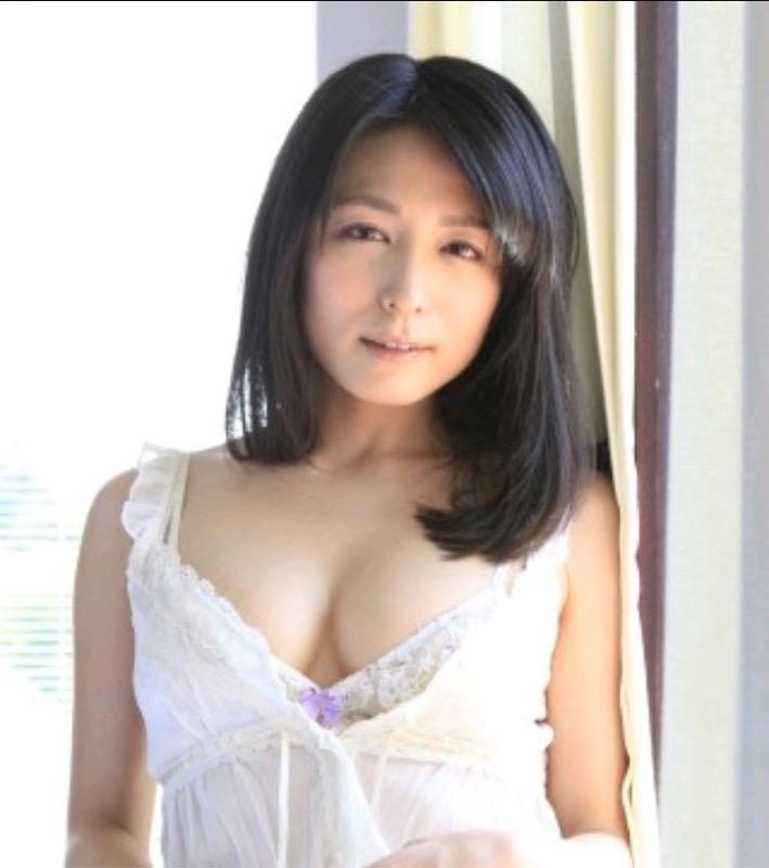 【30代グラドル美女画像】三十路のセクシーで艶めかしいグラビアアイドル美女画像 79