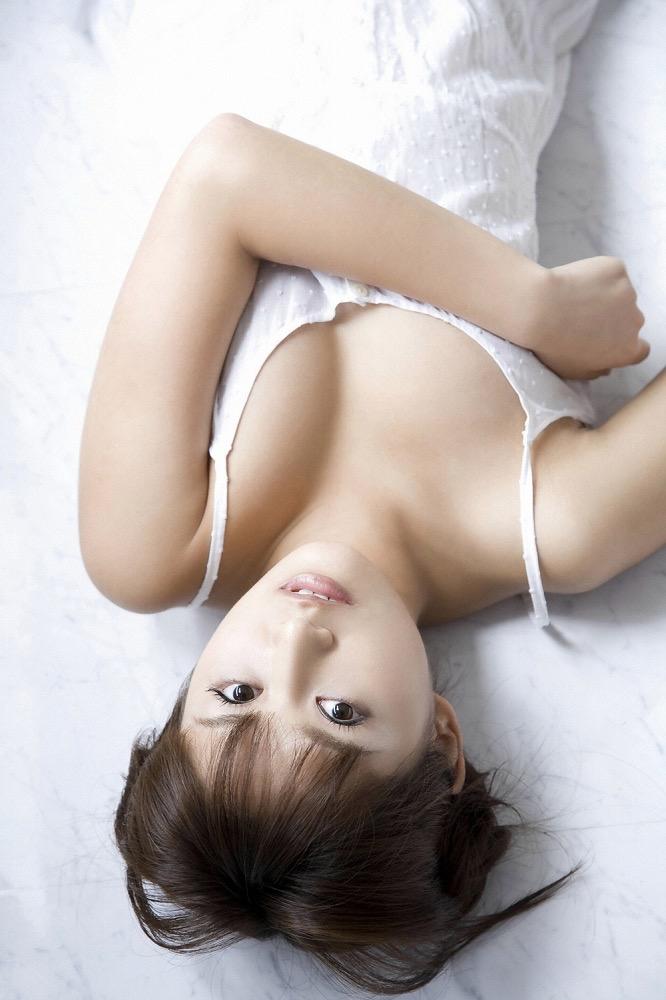 【鎌田奈津美グラビア画像】タイで反政府運動に巻き込まれたカレー好きグラビアアイドル 21