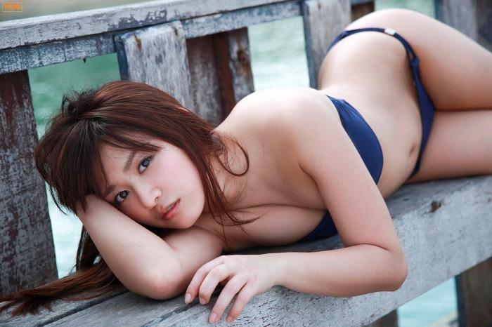 【鎌田奈津美グラビア画像】タイで反政府運動に巻き込まれたカレー好きグラビアアイドル 26