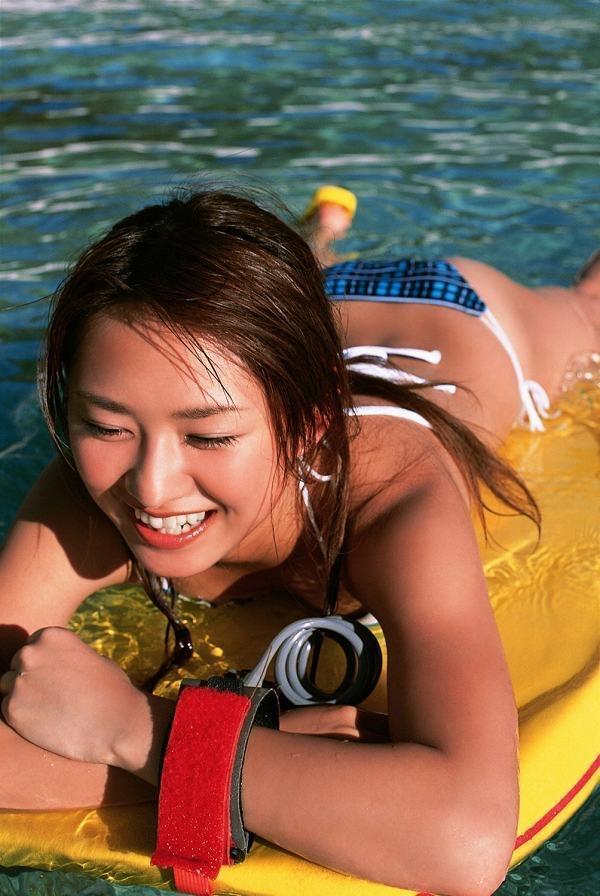 【鎌田奈津美グラビア画像】タイで反政府運動に巻き込まれたカレー好きグラビアアイドル 39