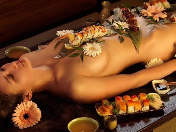 【女体盛りエロ画像】女性の身体を器に見立てて料理を乗せて楽しむ風俗遊び 54