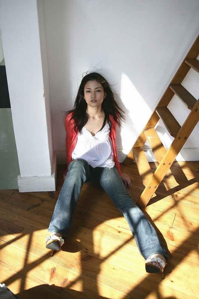 【黒木メイサグラビア画像】女優に歌手にモデルと様々な活躍をしている美女画像 25