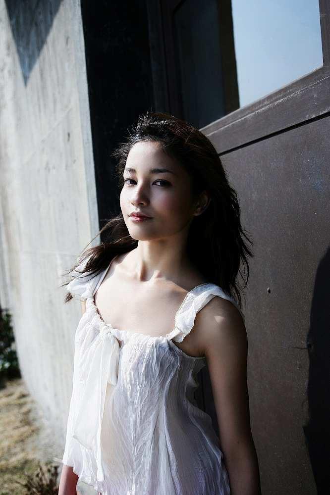 【黒木メイサグラビア画像】女優に歌手にモデルと様々な活躍をしている美女画像 28
