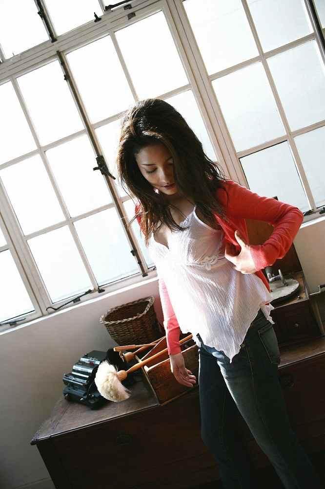 【黒木メイサグラビア画像】女優に歌手にモデルと様々な活躍をしている美女画像 36