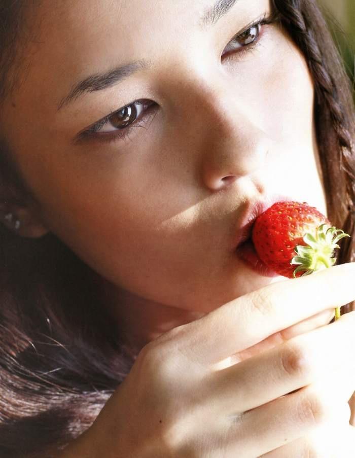 【黒木メイサグラビア画像】女優に歌手にモデルと様々な活躍をしている美女画像 54