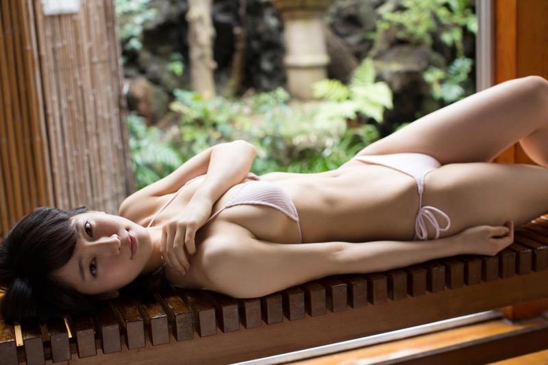 【吉岡里帆グラビア画像】どんぎつねでの可愛さに注目された美人女優のセクシー写真! 25