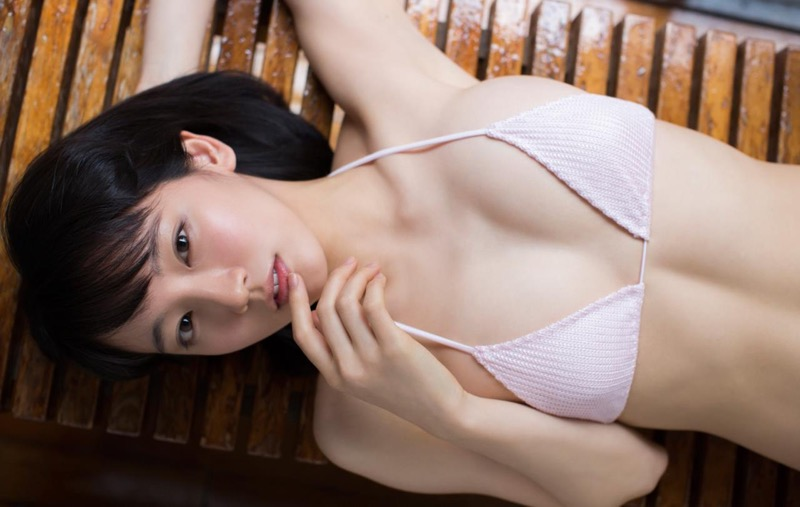【吉岡里帆グラビア画像】どんぎつねでの可愛さに注目された美人女優のセクシー写真! 26