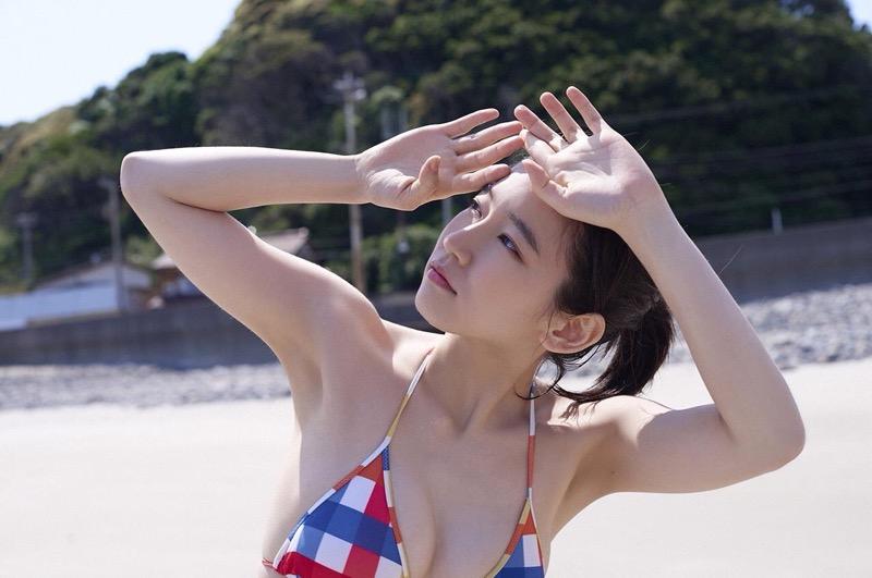 【吉岡里帆グラビア画像】どんぎつねでの可愛さに注目された美人女優のセクシー写真! 32