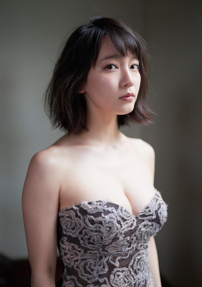 【吉岡里帆グラビア画像】どんぎつねでの可愛さに注目された美人女優のセクシー写真! 47