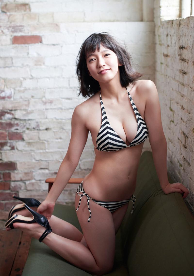 【吉岡里帆グラビア画像】どんぎつねでの可愛さに注目された美人女優のセクシー写真! 50