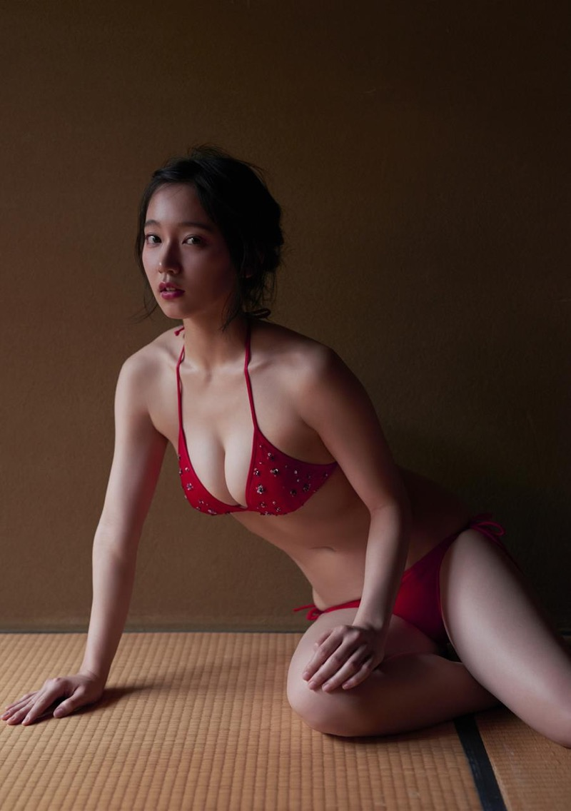 【吉岡里帆グラビア画像】どんぎつねでの可愛さに注目された美人女優のセクシー写真! 52