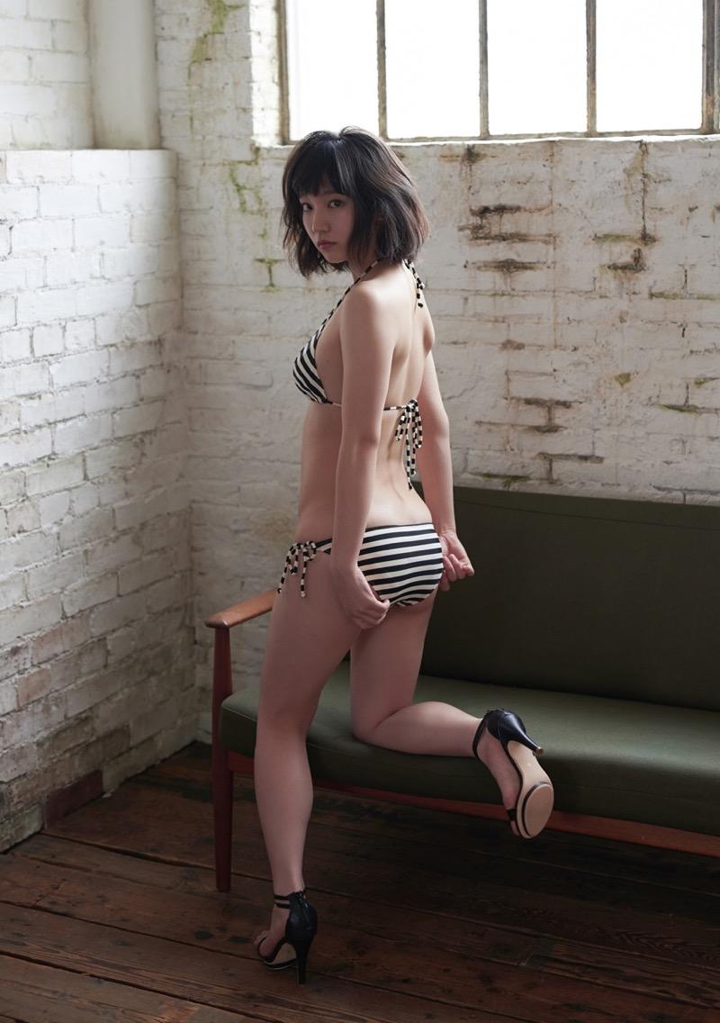 【吉岡里帆グラビア画像】どんぎつねでの可愛さに注目された美人女優のセクシー写真! 60