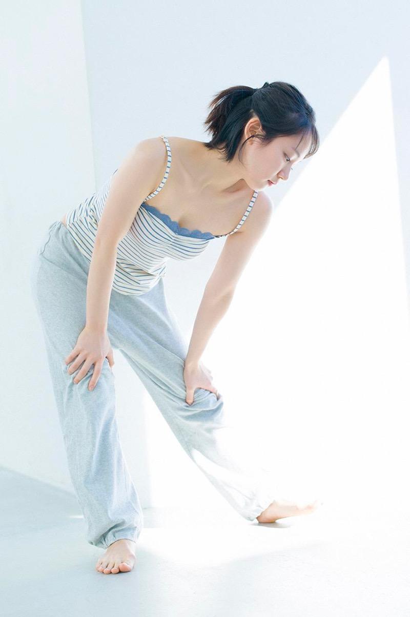 【吉岡里帆グラビア画像】どんぎつねでの可愛さに注目された美人女優のセクシー写真! 65
