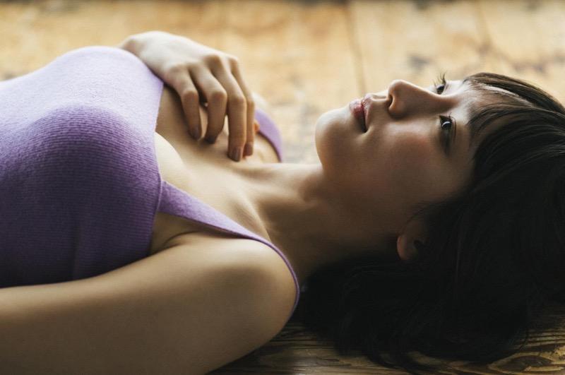 【吉岡里帆グラビア画像】どんぎつねでの可愛さに注目された美人女優のセクシー写真! 74