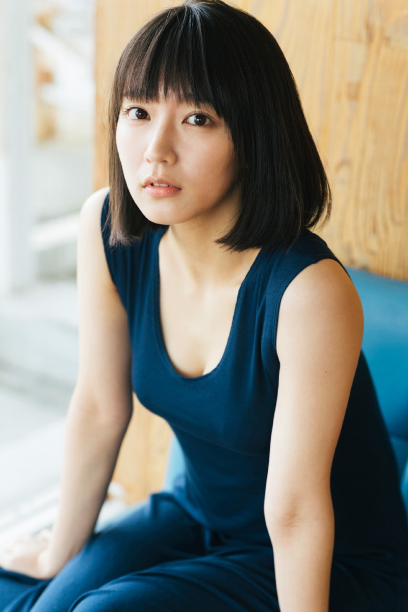 【吉岡里帆グラビア画像】どんぎつねでの可愛さに注目された美人女優のセクシー写真! 79
