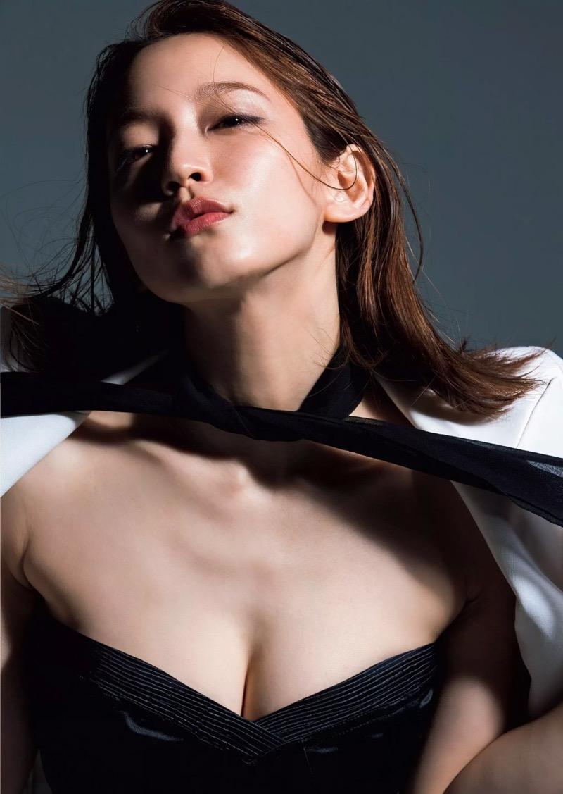 【吉岡里帆グラビア画像】どんぎつねでの可愛さに注目された美人女優のセクシー写真! 91