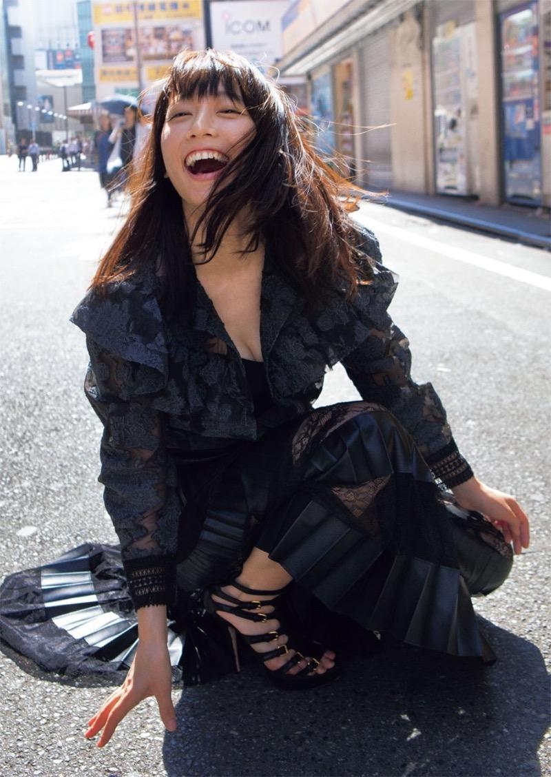【吉岡里帆グラビア画像】どんぎつねでの可愛さに注目された美人女優のセクシー写真! 94