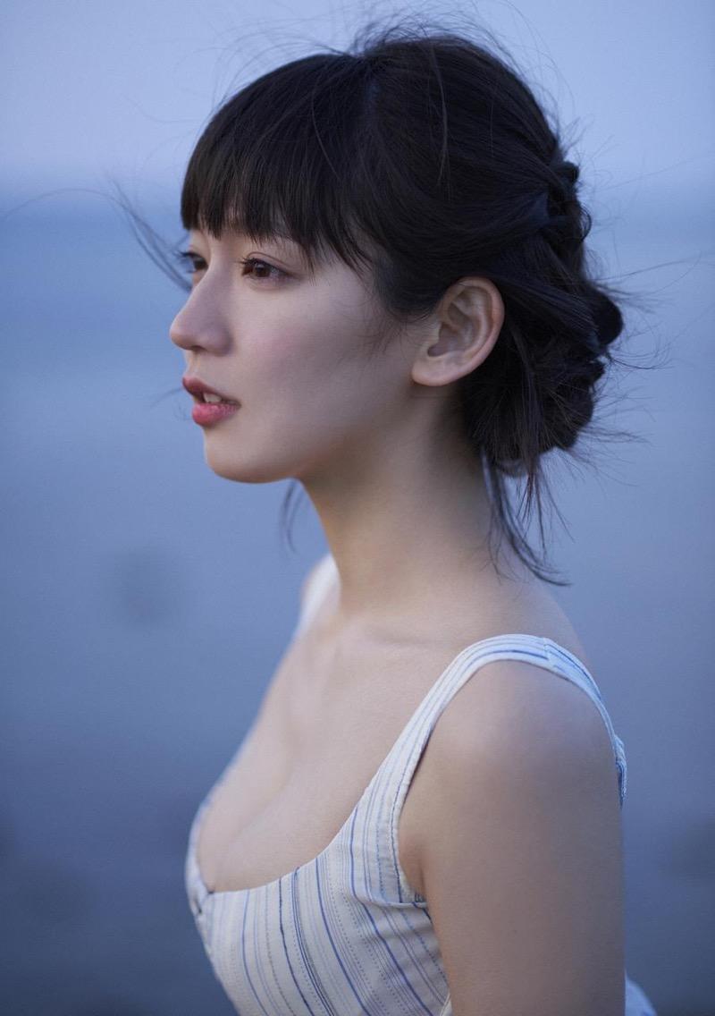 【吉岡里帆グラビア画像】どんぎつねでの可愛さに注目された美人女優のセクシー写真! 96