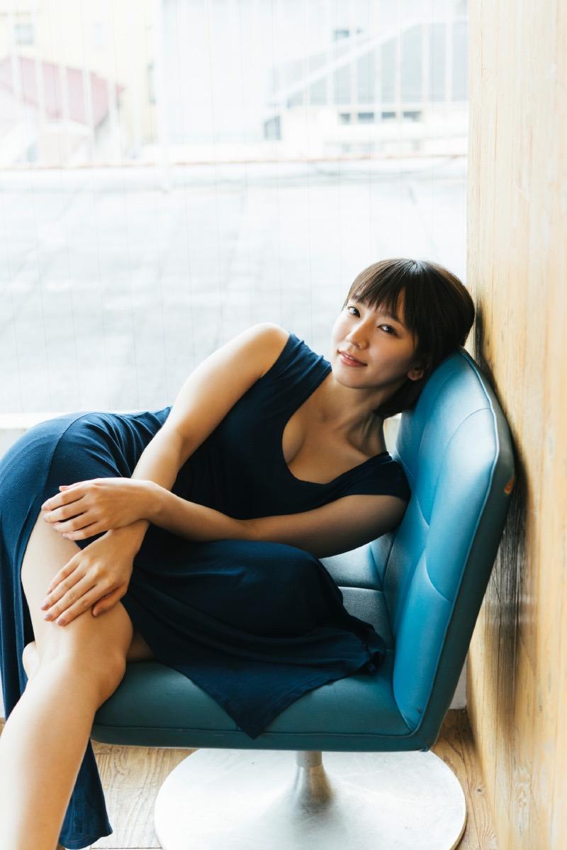 【吉岡里帆グラビア画像】どんぎつねでの可愛さに注目された美人女優のセクシー写真! 99