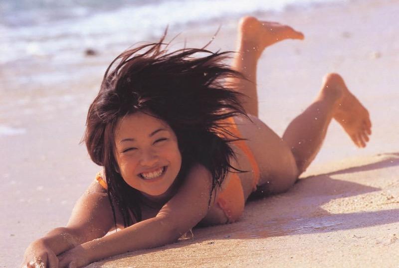 【小向美奈子グラビア画像】スライム巨乳で有名なAV女優に転身したグラビアアイドル