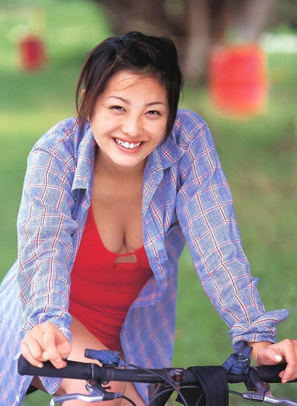【小向美奈子グラビア画像】スライム巨乳で有名なAV女優に転身したグラビアアイドル 14