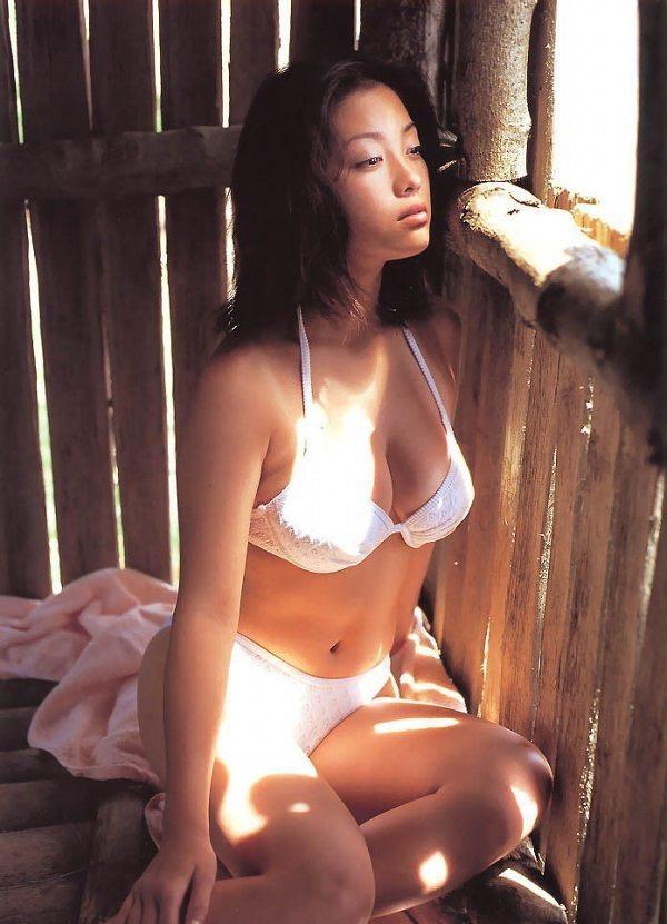 【小向美奈子グラビア画像】スライム巨乳で有名なAV女優に転身したグラビアアイドル 36