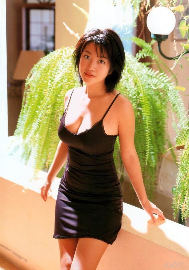 【小向美奈子グラビア画像】スライム巨乳で有名なAV女優に転身したグラビアアイドル 62