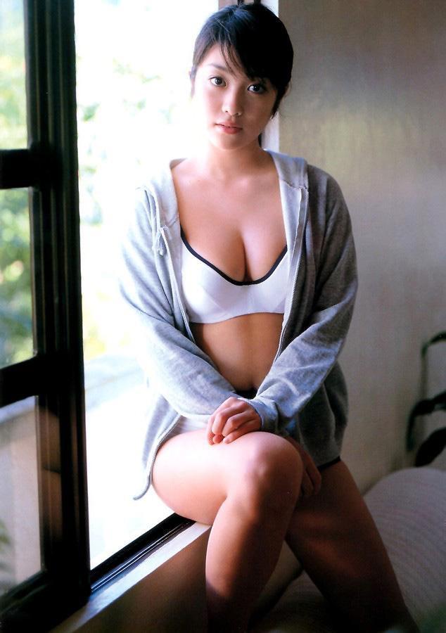 【小向美奈子グラビア画像】スライム巨乳で有名なAV女優に転身したグラビアアイドル 64
