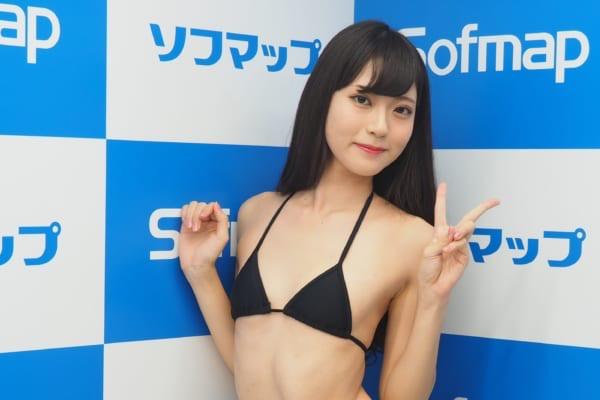 【田中めいエロ画像】9頭身スレンダー微乳ボディと大きな瞳が魅力的なグラビアイドル 24