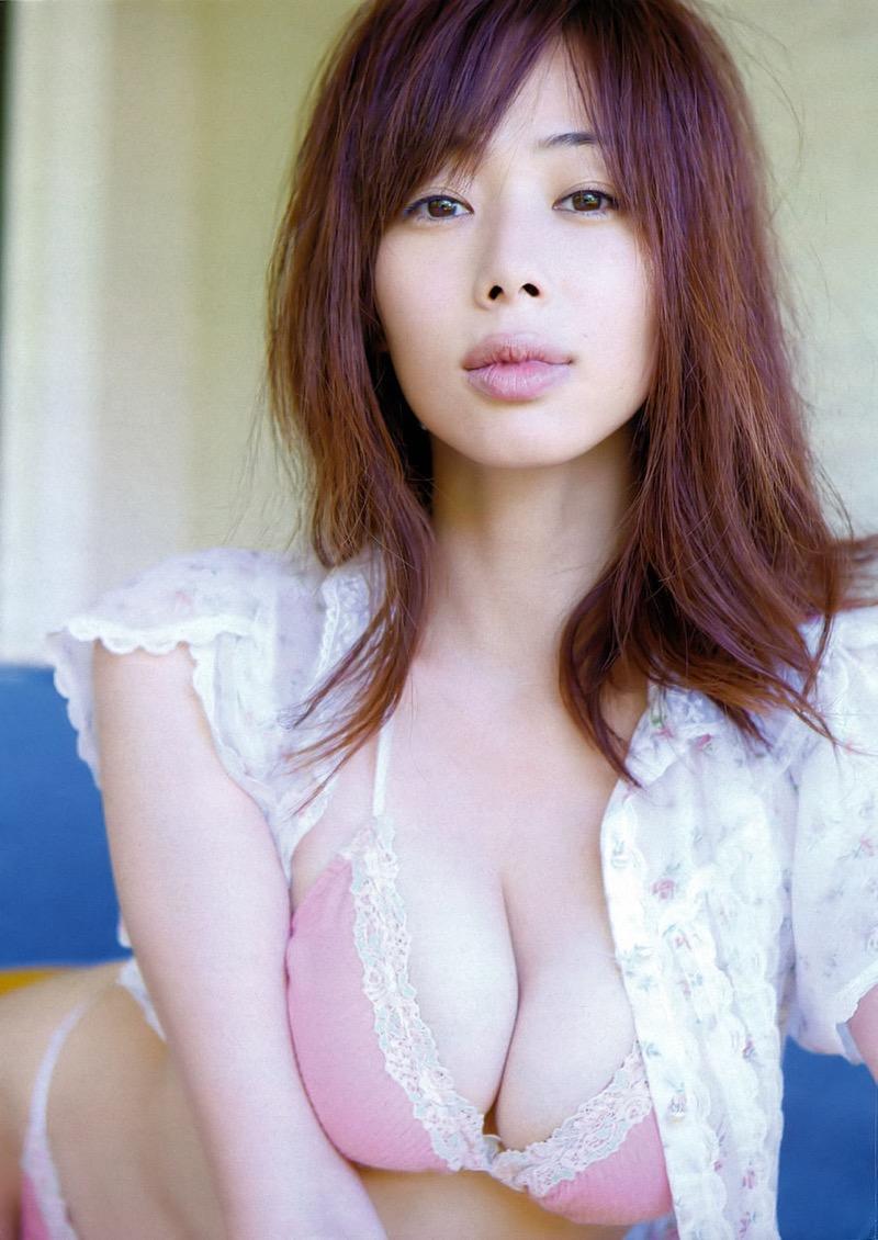 【唇がエロい美女画像】ぷりっと柔らかくて美味しそうな唇してるタレント美女画像 09