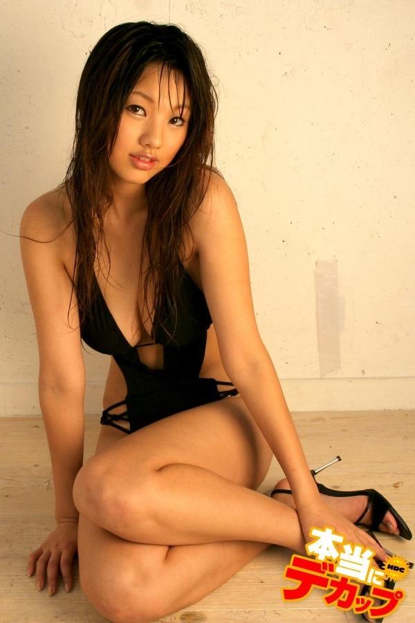 【唇がエロい美女画像】ぷりっと柔らかくて美味しそうな唇してるタレント美女画像 10