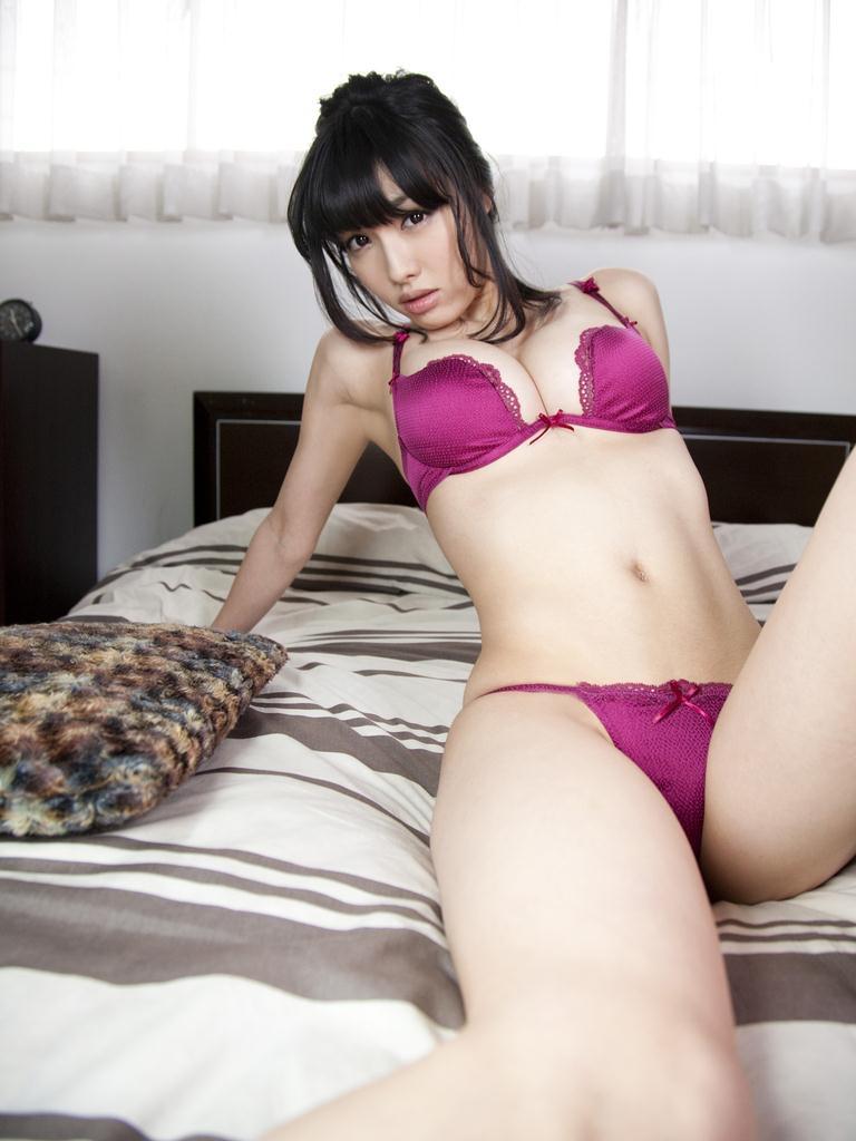 【唇がエロい美女画像】ぷりっと柔らかくて美味しそうな唇してるタレント美女画像 29
