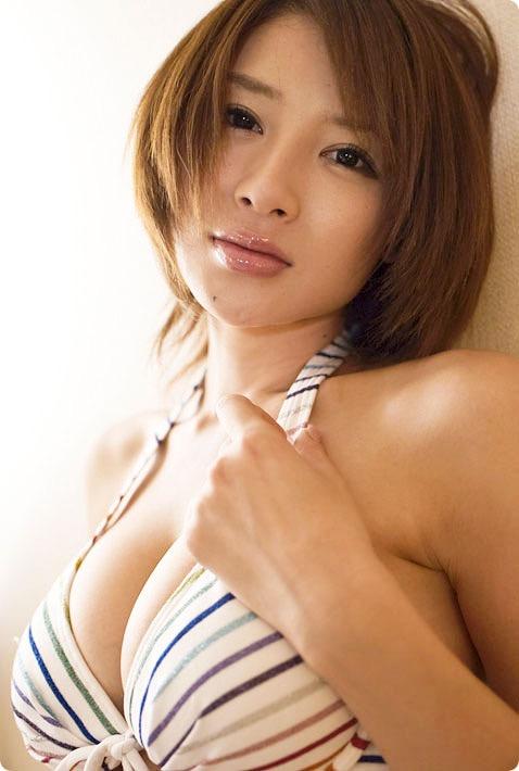 【唇がエロい美女画像】ぷりっと柔らかくて美味しそうな唇してるタレント美女画像 50