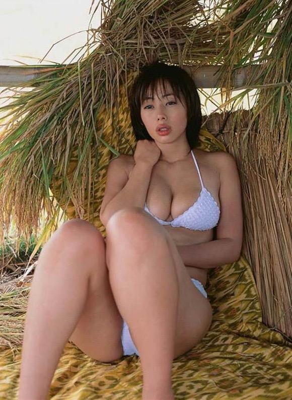 【唇がエロい美女画像】ぷりっと柔らかくて美味しそうな唇してるタレント美女画像 57