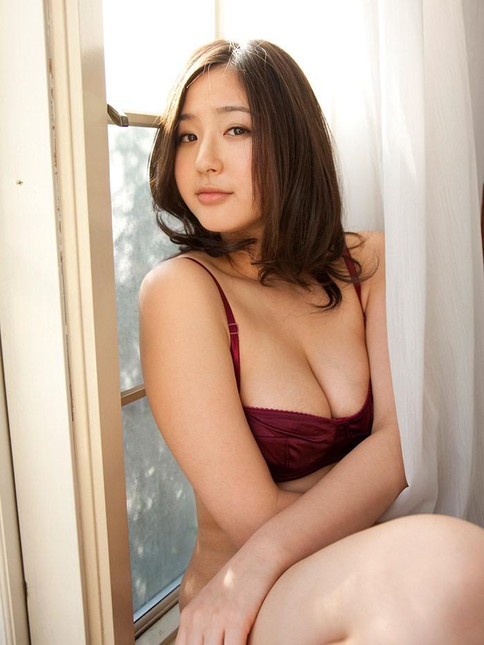 【唇がエロい美女画像】ぷりっと柔らかくて美味しそうな唇してるタレント美女画像 71