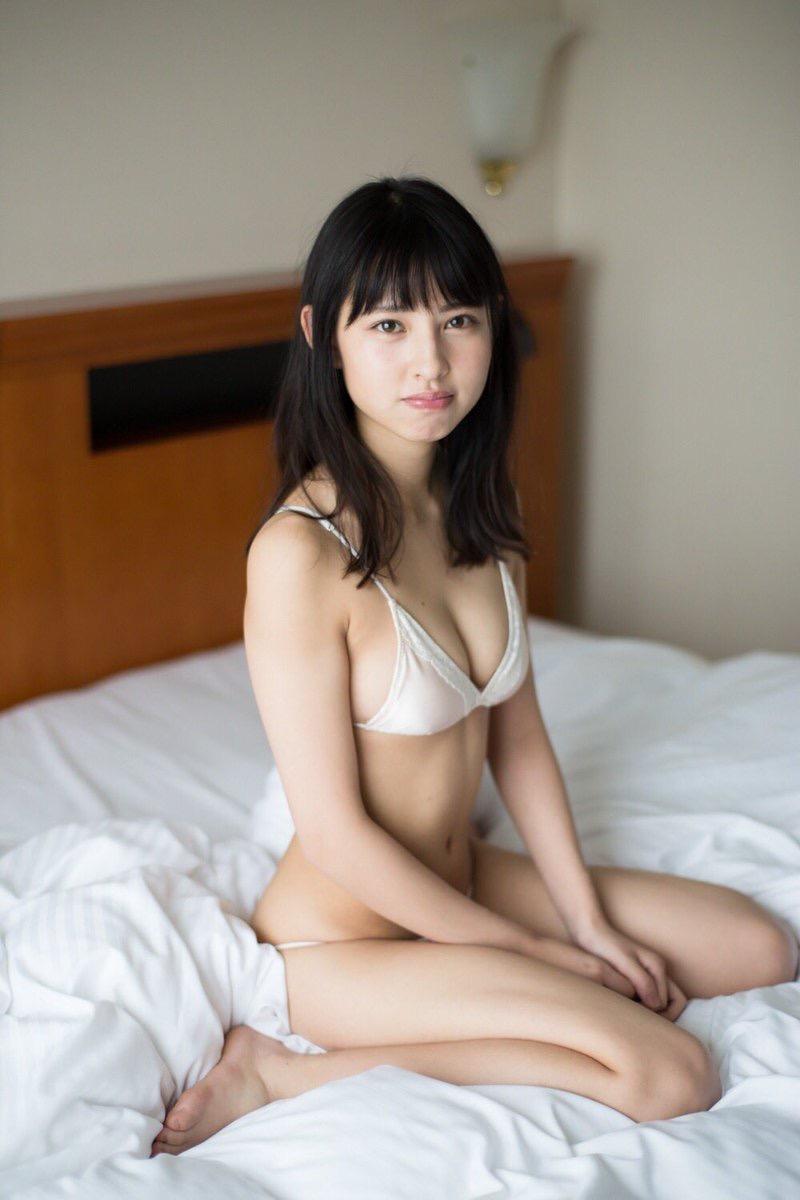【沖口優奈グラビア画像】八重歯が特徴的で可愛らしい美少女アイドルのエロ写真! 12