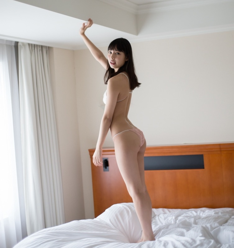 【沖口優奈グラビア画像】八重歯が特徴的で可愛らしい美少女アイドルのエロ写真! 42