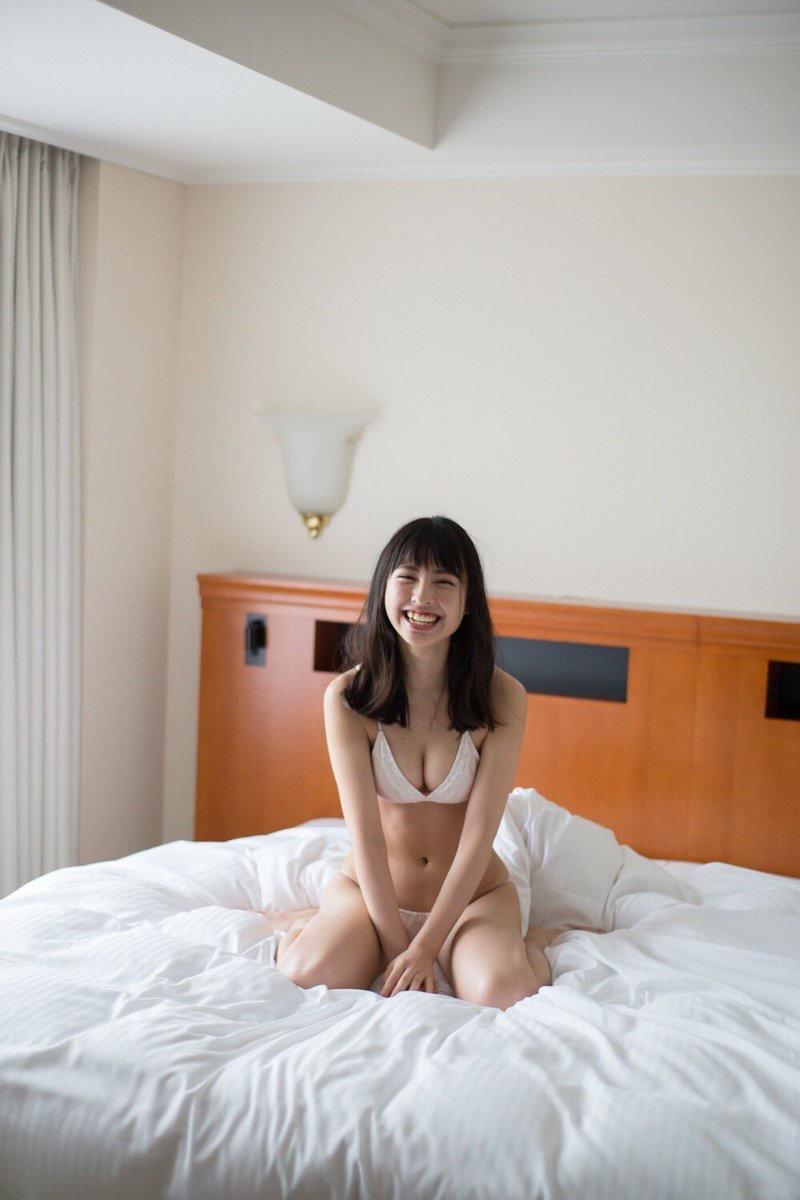 【沖口優奈グラビア画像】八重歯が特徴的で可愛らしい美少女アイドルのエロ写真! 55